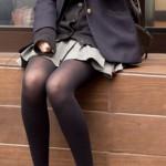 オナ禁中に見ると危険ww黒パンストのJK盗撮画像がエロ可愛いぃぃぃ!