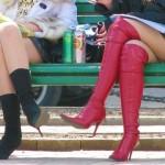 ちょwこの太ももけしからんwwwミニスカブーツで生脚晒してるお姉さんが男を誘ってるとしか思えんwww