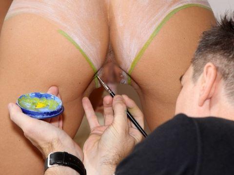これは勃起不可避wwwボディーペイントの絵師さんになりたすぎwwww