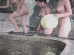 【女湯エロ画像】男子禁制だからロマンがそこに…女の風呂と脱衣所隠し撮り!