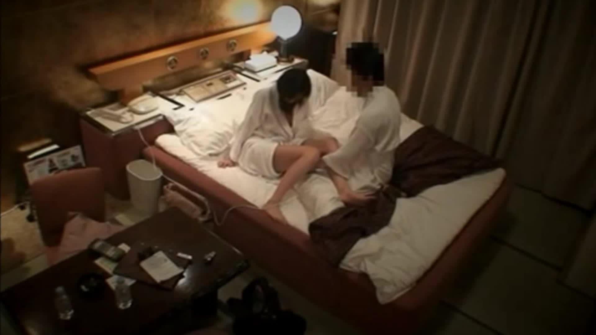 【ラブホ盗撮エロ画像】今夜は日本中のラブホが満室!?隠しカメラが仕掛けられてなければいいがなwwwざまぁとしか思えないラブホ隠し撮り その9