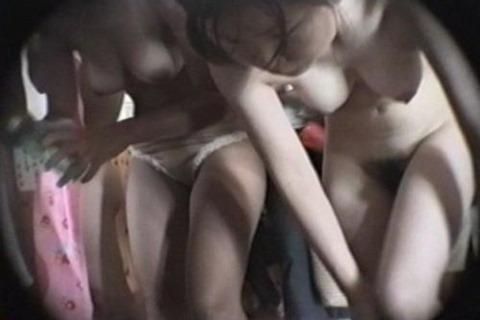 【銭湯脱衣場盗撮エロ画像】容赦ねーなwwwここまで覗けるのか!?銭湯脱衣場を隠し撮りするテクがすげーwwww その2