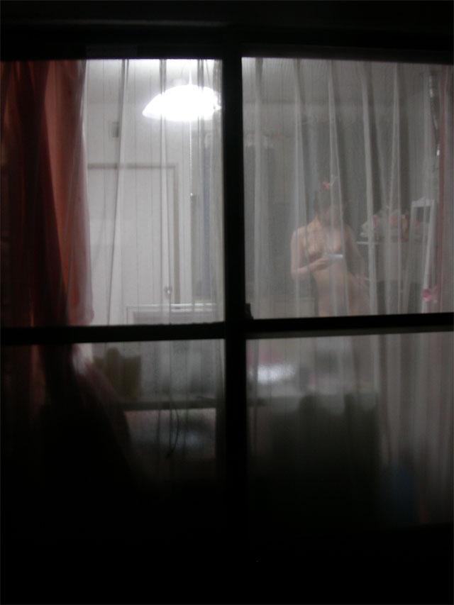 ※ 危 険 ! ※ こんなにも覗かれる窓際wwww女の子の私生活がまる見えの民家隠し撮りwwww その10