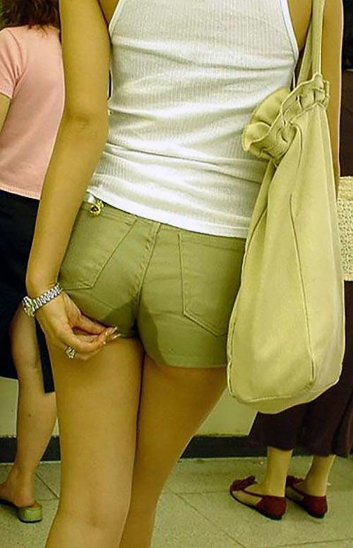 【お漏らしエロ画像】これはなにかの病気なん!?トイレ行く間もなく失禁しちゃう女の子…着衣のままお漏らしwwww その6