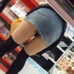 女の子って何かに夢中になると本当に無防備だよなwww買い物中女子のパンチラが痴女レベルを越えてるwww
