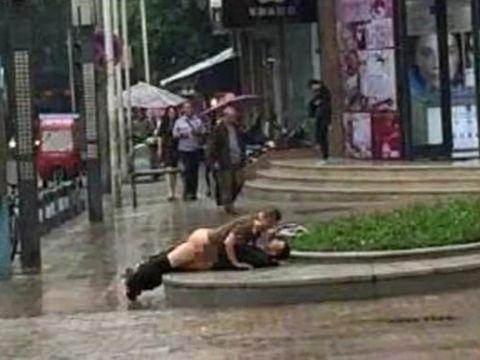 【海外青姦エロ画像】日本のDQNもイキがるならこれを見習え!!外国人カップルの青姦が常軌を逸してるwwww