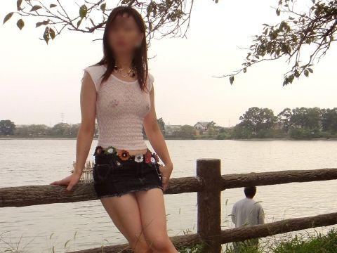 【シースルー露出エロ画像】これって逮捕案件!?一応、服は着てるけど…乳首透け透けシースルー露出www