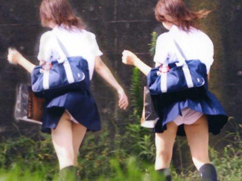 """<span class=""""title"""">街中でよく見かけるタイプのパンチラ…女子高生の可愛い下着に大興奮!街撮りされたリ…</span>"""